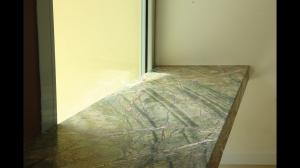 CasaBi-Particolare della panca in pietra ForestGreen