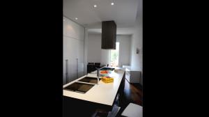 Casa M10 Foto della zona cucina dell'alloggio al piano primo. Particolare della zona lavoro ad isola.