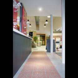 Showroom Benuzzi. Piano terra. Zona esposizione accessori bagno.
